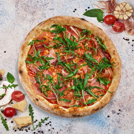 Піца з прошуто та руколою